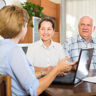 Certified diabetes educator discusses treatment with couple via laptop
